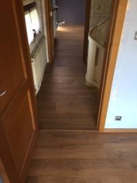 placer d'un parquet  à l'étage d'un habitation à Dour par revêtement walter tiegel.